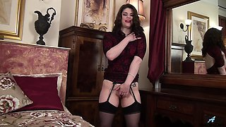 Hot ass cougar Lucia Love moans while playing with her juicy pussy