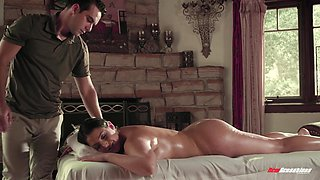 Impeccable mom porn during seductive massage session