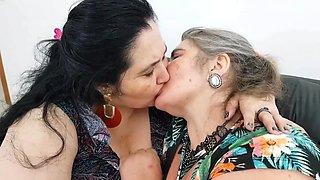 Lesbian Bbw Kissing Full Scene