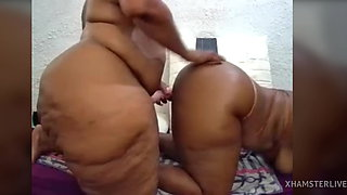 2 Big Booty Africans Fuck Themselves With Toy