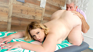 Fat Blonde Babe Curvy Mary Didnt Come Here for the Massage